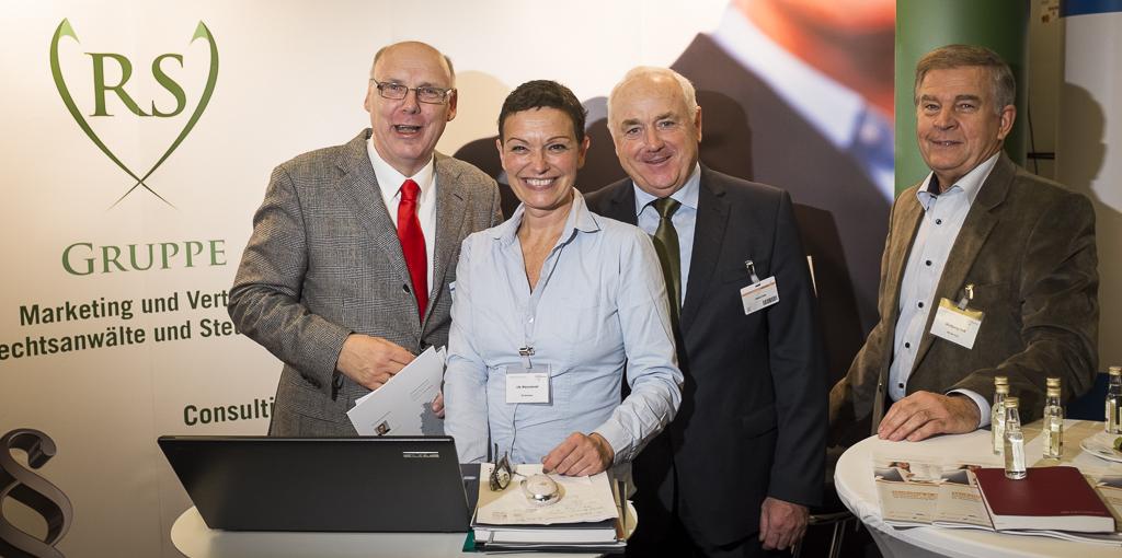 Wolfgang Zeiß (re.) mit Axel Pestke, Ute Weismantel (RS-Gruppe) und Harald Elster auf dem 36. Steuerberatertag in Berlin.