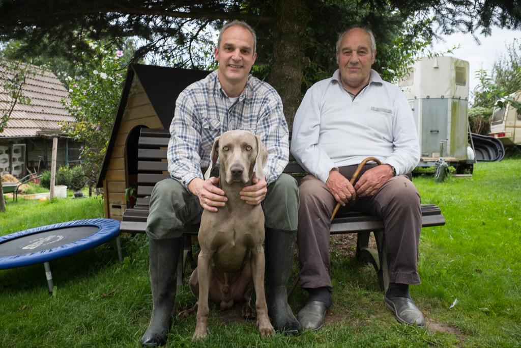 StB Klaus Thierhoff mit seinem Vater und dem Jagdhund Aron
