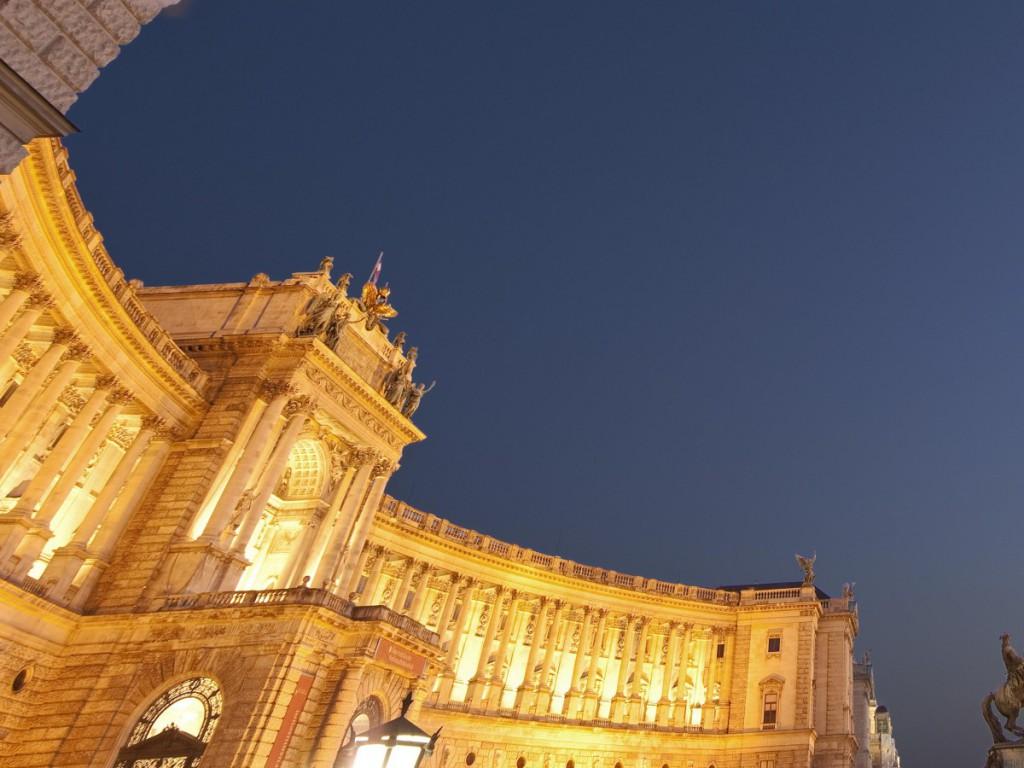 Die Wiener Hofburg bei Nacht (Foto: Hofburg)