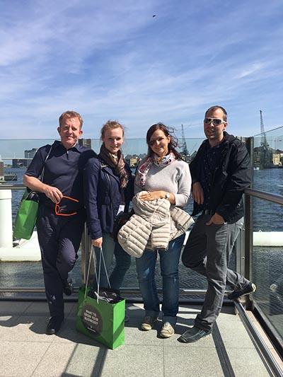 StB Hubert Gaun (links), Silvia Exenberger, Anna Osterauer und Richard Gaun im berühmten Londoner Nebel