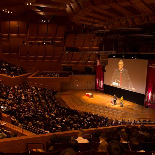 BFH-Präsident Rudolf Mellinghoff spricht auf dem 55. Deutschen Steuerberaterkongress der Bundessteuerberaterkammer in München