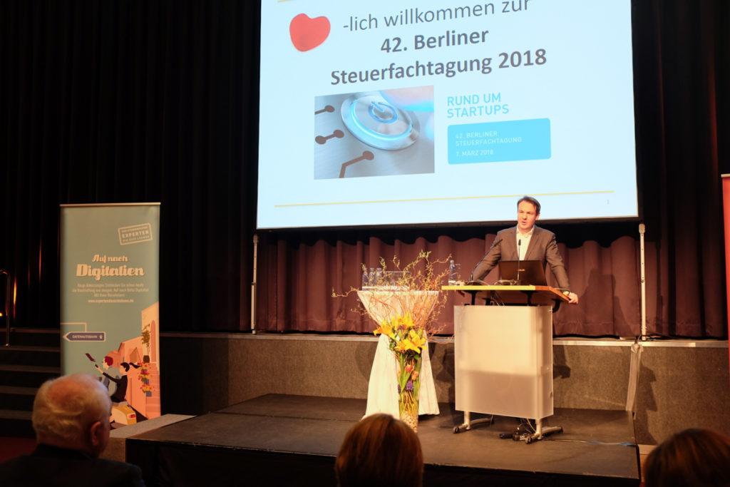 Der Vorsitzende des Bundesverbands Deutsche Startups e.V., Florian Nöll, auf der 42. Berliner Steuerfachtagung