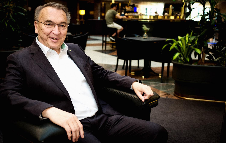 Datev Vorstand Eckhard Schwarzer, Plattformstrategie