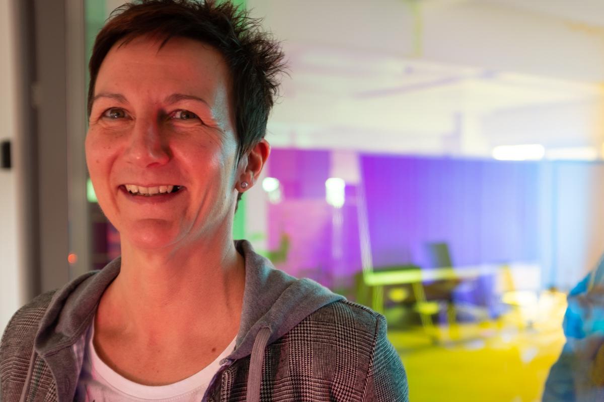 Angela Hamatschek bei der Podcast-Aufzeichnung im Datev Lab in Nürnberg