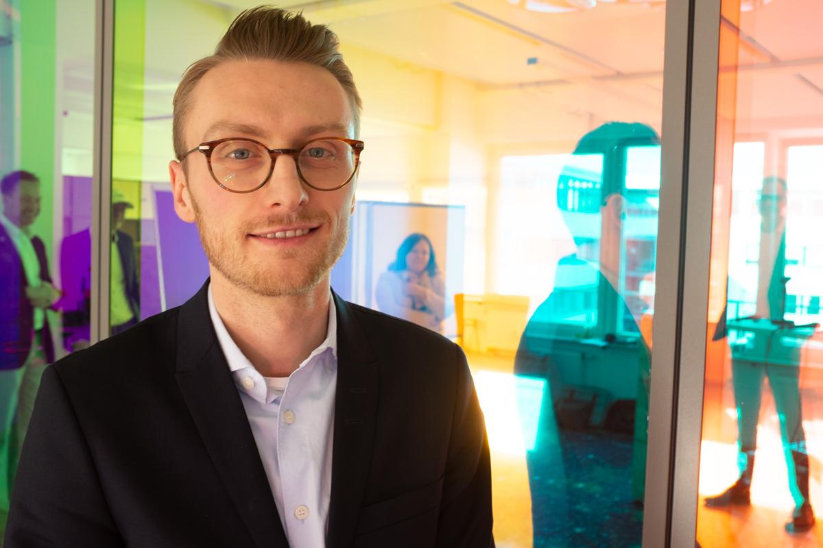 Eugen Müller bei der Podcast-Aufzeichnung im Datev Lab in Nürnberg