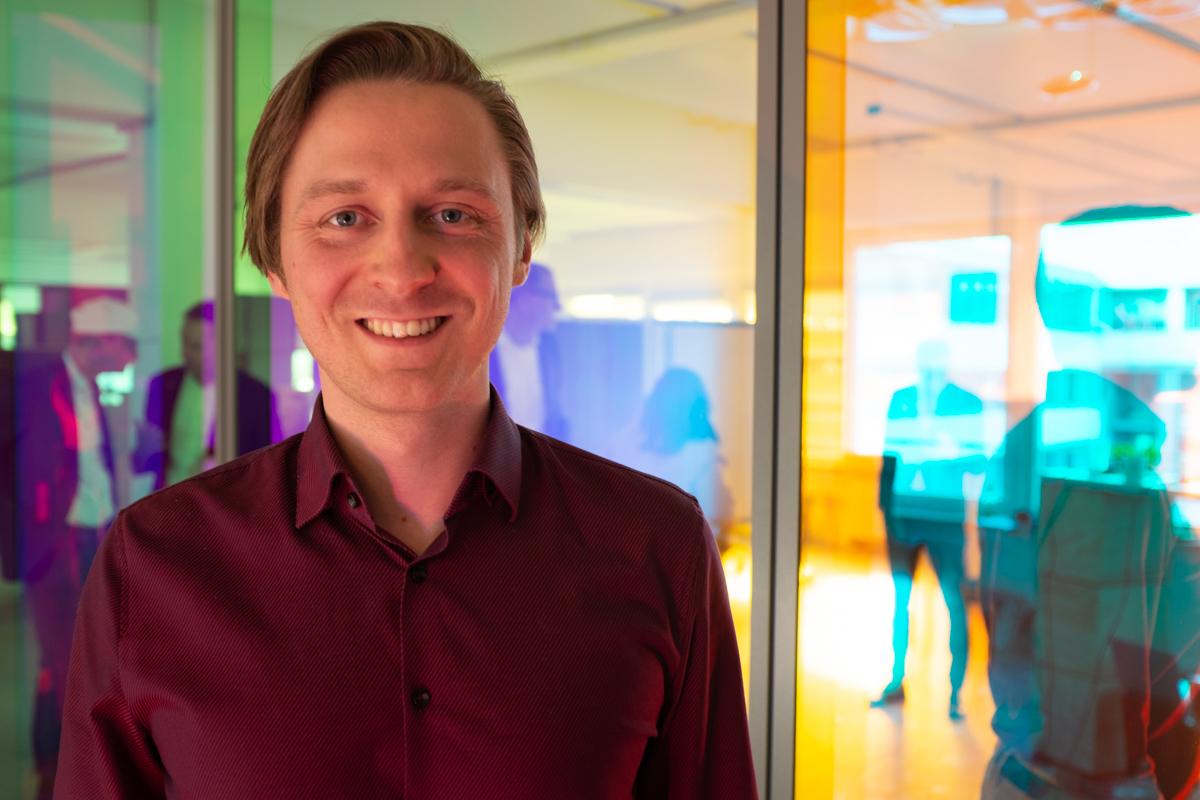 Jonas Golz bei der Podcast-Aufzeichnung im Datev Lab in Nürnberg