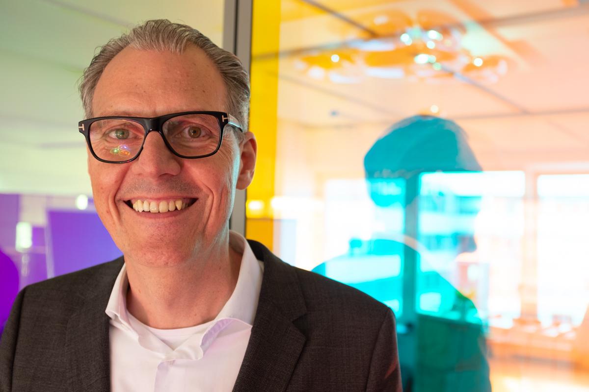 Mike Burmester bei der Podcast-Aufzeichnung im Datev Lab in Nürnberg