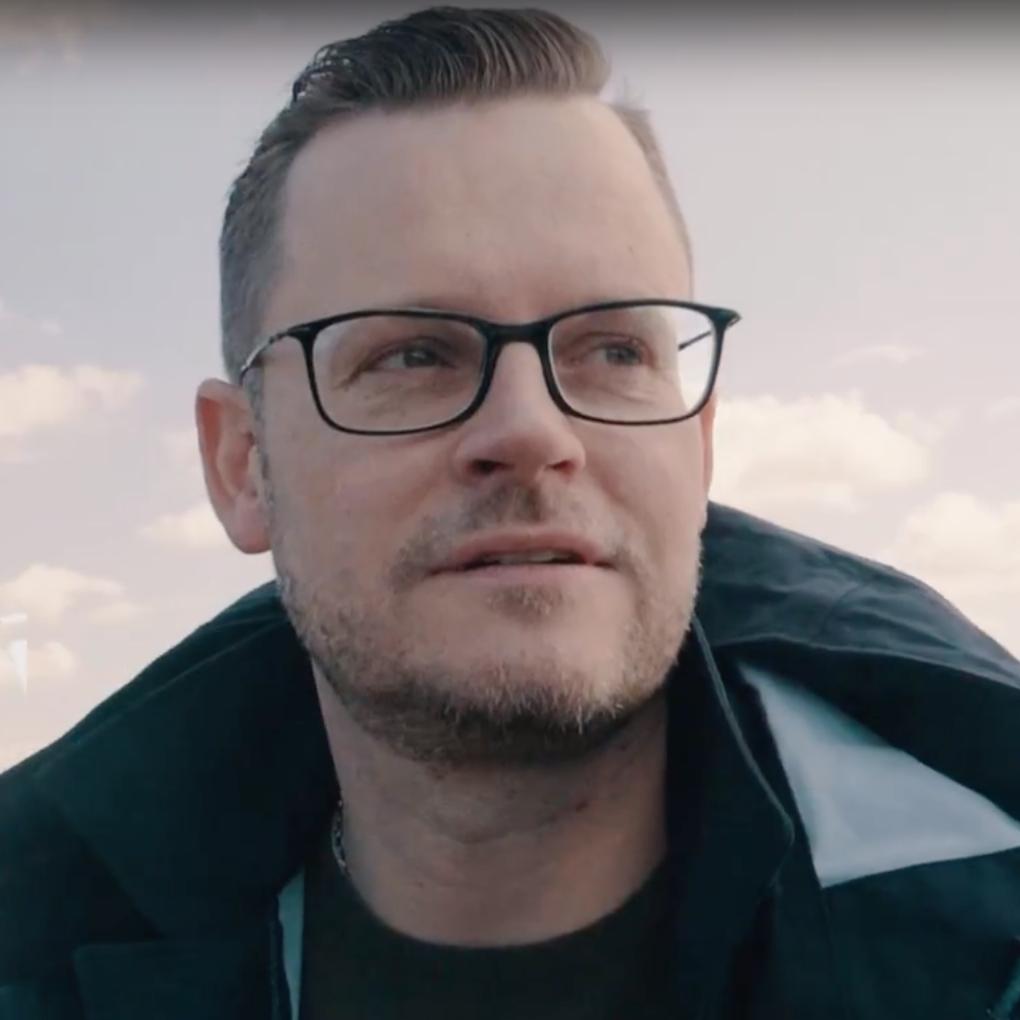 StB Nico Schade, Steuerbord Rostock (Screengrab aus dem Kanzleivideo)