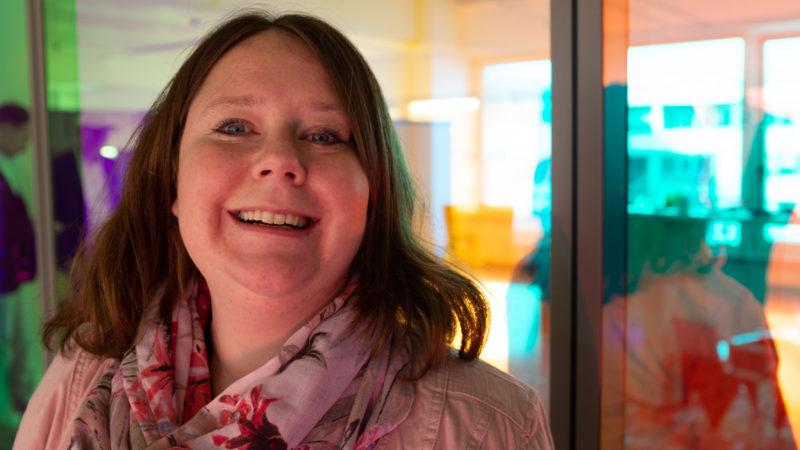 Stefanie Ehrhard bei der Podcast-Aufzeichnung im Datev Lab in Nürnberg