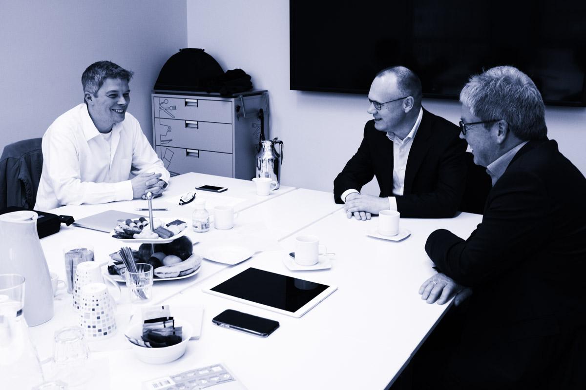 Claas Beckmann, Datev Vorstandsvorsitzender Robert Mayr, Aufsichtsratsvorsitzender Nicolas Hofmann